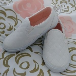 Toddler girl whited quilted slip-ons